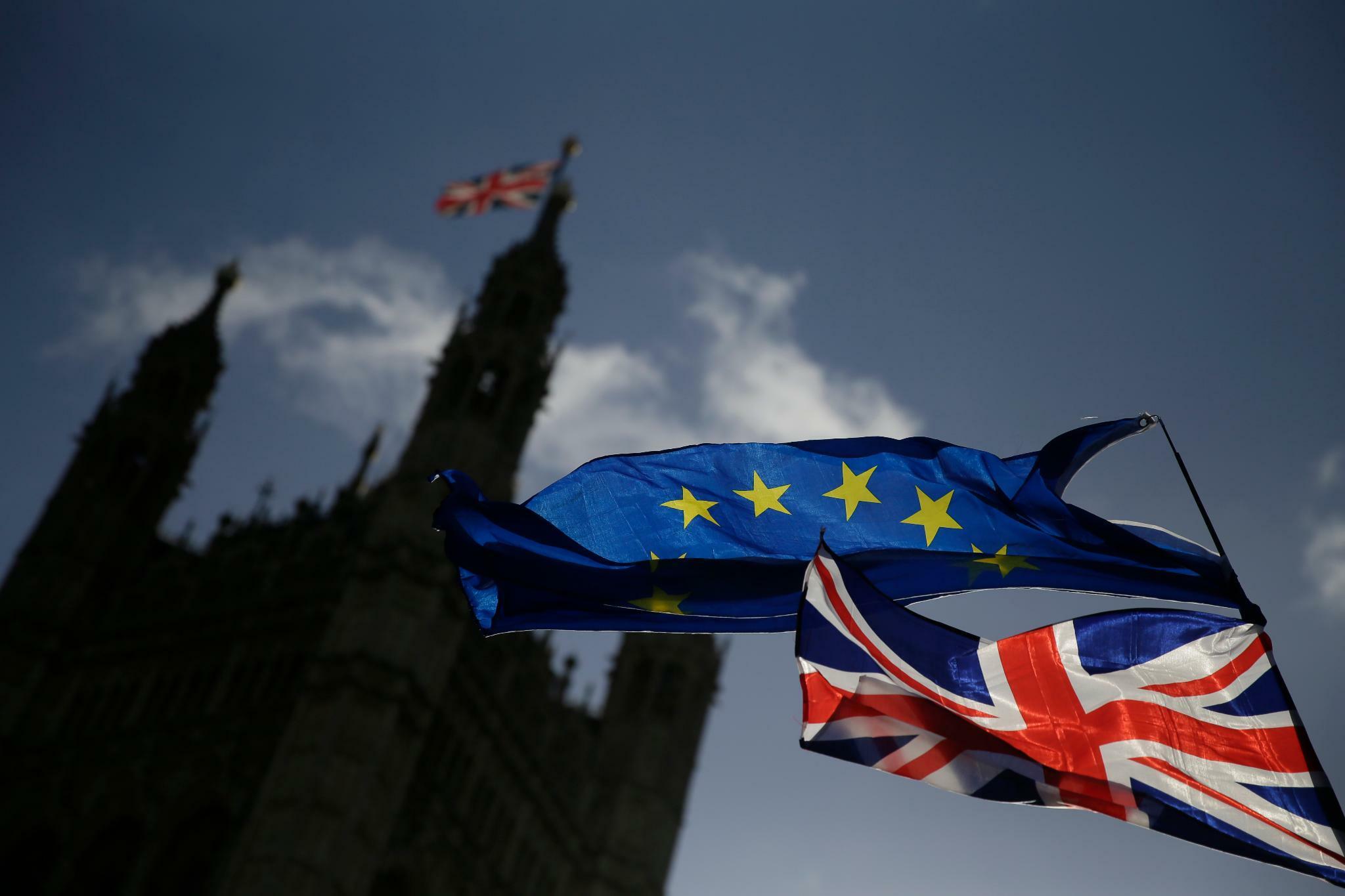 Wie es nach Johnsons Sieg mit EU und Großbritannien weiter geht