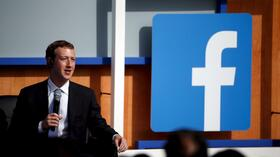huGO-BildID: 49611703 Facebook CEO Mark Zuckerberg speaks on stage during a town hall with Indian Prime Minister Narendra Modi at Facebook's headquarters in Menlo Park, California September 27, 2015. REUTERS/Stephen Lam Quelle: Reuters