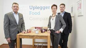 Kay, Kerstin und Konstantin Uplegger (v.l.). Quelle: Christian Burkert für Handelsblatt