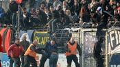 Fußball: Pyro und versuchter Platzsturm - Krawalle am Amateurtag