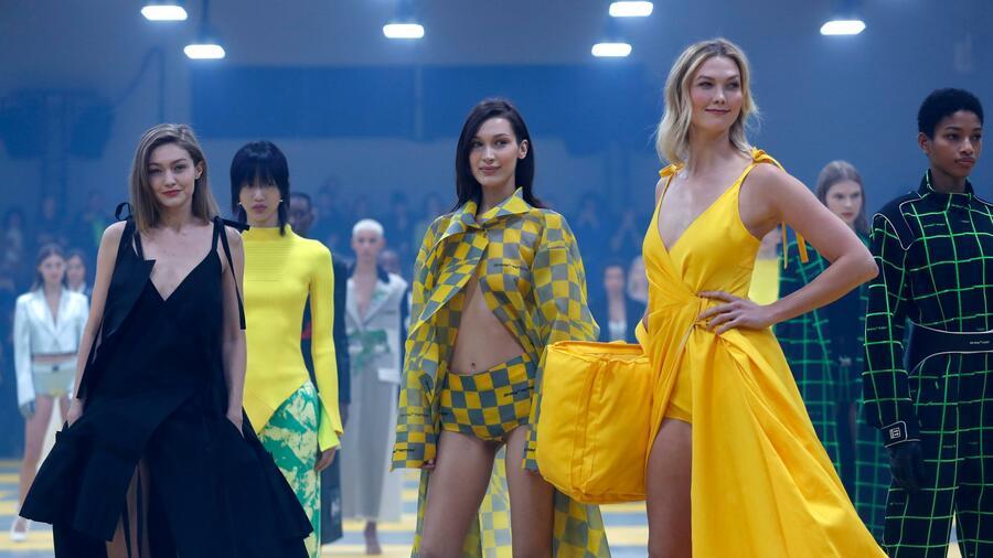 6fa59345186817 Das aufstrebende Modelabel Off-White ist in Hamburg besonders beliebt.  Quelle  dpa. Fashion Week in Paris
