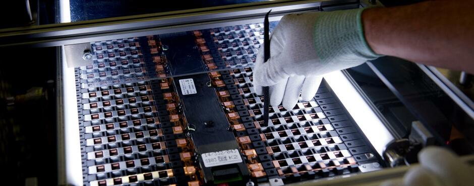 Die Batteriehersteller erhöhen die Preise – und bauen so ihre Macht über die Autokonzerne aus