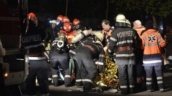 Nachtclub brennt nach feuerwerk aus 27 tote bei brand in bukarest - Nachtclub ...
