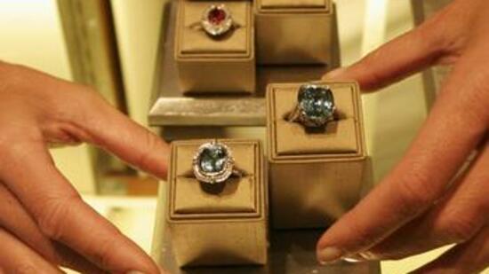 Schmuckhändler  Schmuckhändler: Juwelier Tiffany macht in Europa und Asien Kasse
