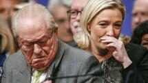 "huGO-BildID: 43223150 Marine Le Pen (R), France's National Front political party leader, and her father Jean-Marie Le Pen attend their party congress in Lyon in this November 30, 2014 file photo. French National Front founder Jean-Marie Le Pen rejected on Friday April 10, 2015 a call from his daughter, the party's leader, to leave politics over comments he made that she fears will hurt her push to widen the right-wing party's appeal. Marine Le Pen said on Thursday she would seek disciplinary action against her father after the 86-year-old was quoted this week calling France's Spanish-born Prime Minister Manuel Valls ""the immigrant"". Picture taken November 30, 2014. REUTERS/Robert Pratta/Files Quelle: Reuters"