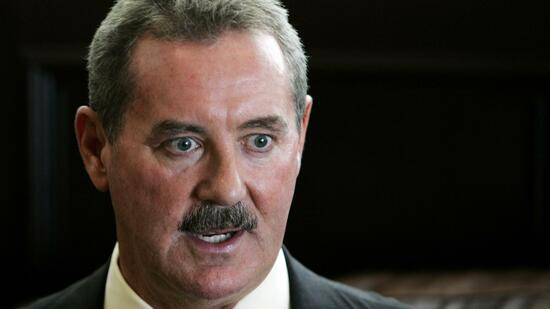 huGO-BildID: 20680006 Texan billionaire Allen Stanford is interviewed in Miami in this May 1, 2008 file photo. The financier is incompetent to stand trial at this time over accusations that he led a $7 billion fraud, a U.S. judge in Texas ruled on Wednesday. Stanford, who had been accustomed to jetting around the globe in private aircraft, was indicted in 2009 on 21 counts including securities fraud and money laundering. REUTERS/Joe Skipper/Files (UNITED STATES - Tags: HEADSHOT CRIME LAW BUSINESS) Quelle: Reuters