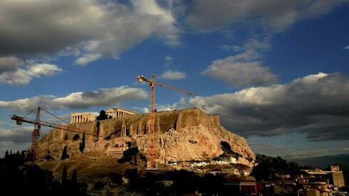 Kräne an der Akropolis in Griechenland. Quelle: Reuters