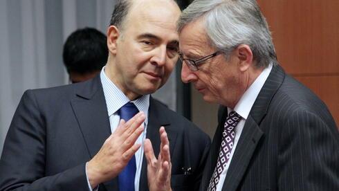 Verhandlungen in Brüssel: Eurogruppenchef Juncker (r.) mit Frankreichs Finanzminister Moscovici. Quelle: dpa