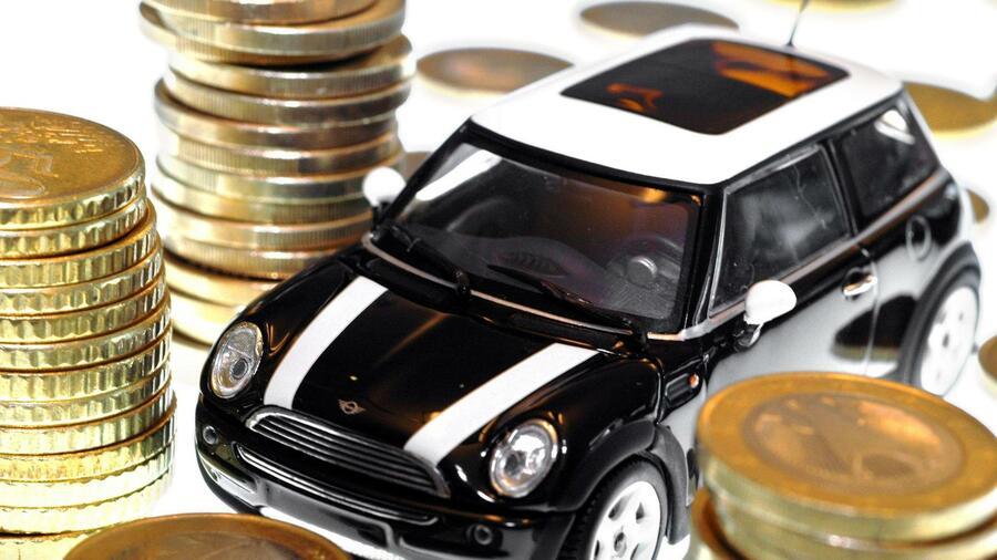 [ - ] Autokredite günstig wie lange nicht. Der ADAC AutoKredit ist bis zum Oktober für ADAC-Mitglieder zu vergünstigten Konditionen erhältlich: Bei Laufzeiten bis zu maximal 60 Monaten beträgt der Effektivzins vorübergehend 4,25 statt 4,75 Prozent.