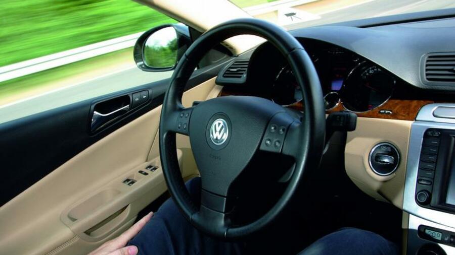 vw stellt autopilot vor der rechner bernimmt das steuer. Black Bedroom Furniture Sets. Home Design Ideas