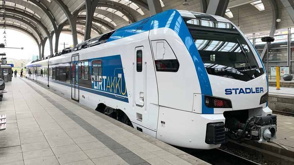 Stadler: Dieser Batterie-Zug soll bald die Dieselloks ablösen