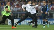 Fußball: Gericht verurteilt alle vier WM-Flitzer zu 15 Tagen Arrest