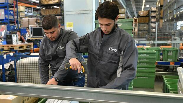 arbeitsmarkt-vom-asylbewerber-zur-fachkraft-mehr-als-30-000-fl-chtlinge-k-men-f-r-spurwechsel-infrage