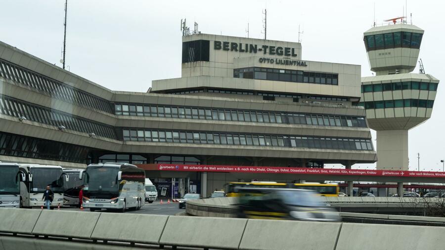 Ferienzeit Berliner Flughafen Tegel Steht Erneut Vor Dem Chaos