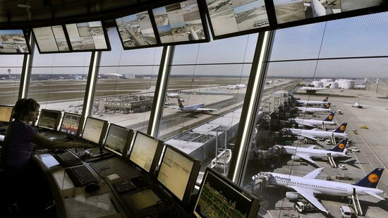 Abgesagter Streik: Fluglotsen-Drohung hat ein teures Nachspiel