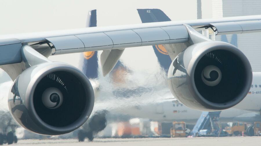 Im Visier der Klimaschützer: Wie die Flugbranche der Politik zuvorkommen will