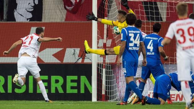 Fußball: Düsseldorf weiter siegreich - 1:0 gegenDarmstadt