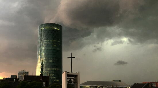 Unwetter sorgt für Verkehrschaos in Frankfurt