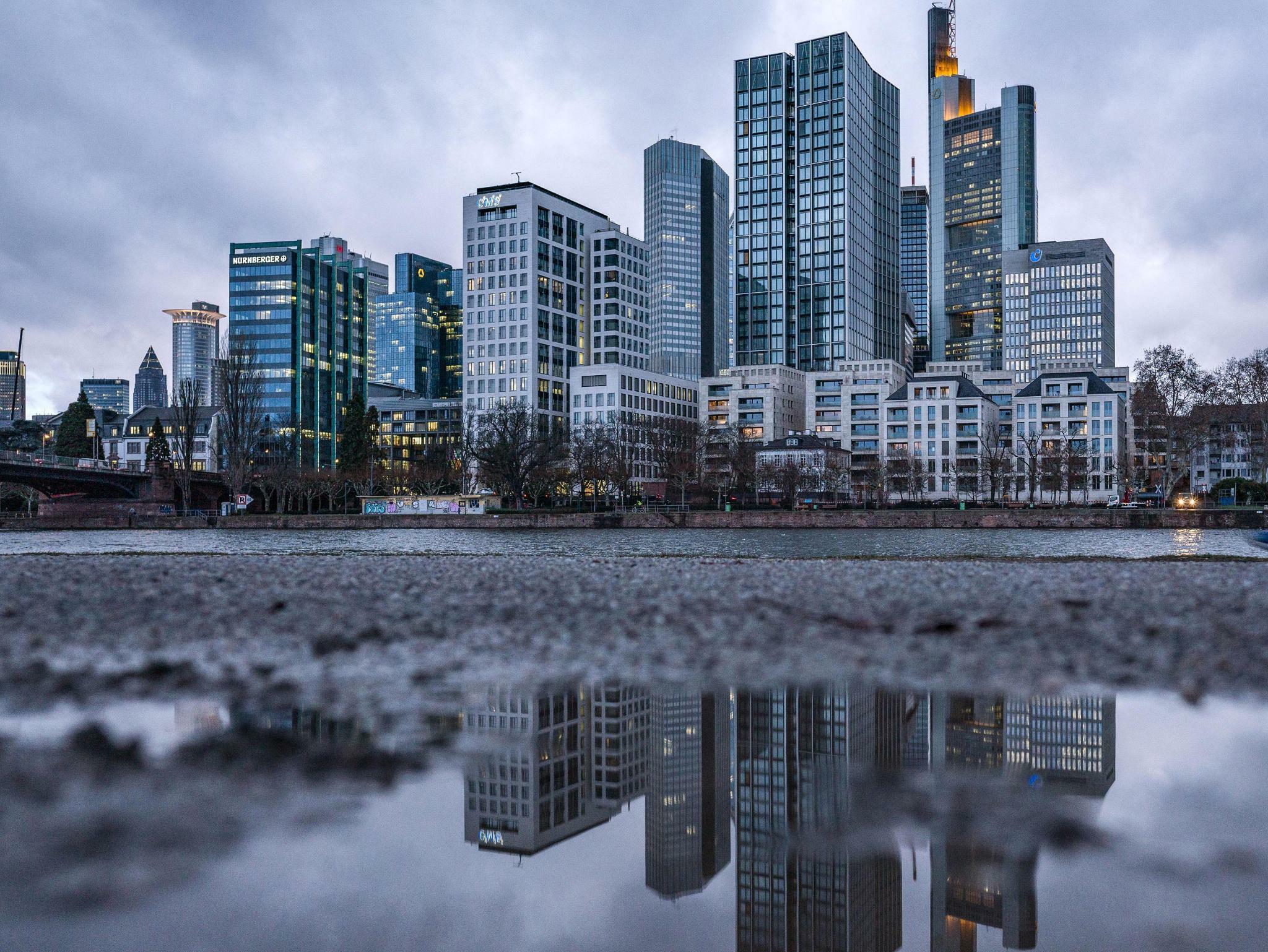 Ratingagentur stuft deutsche Banken herab
