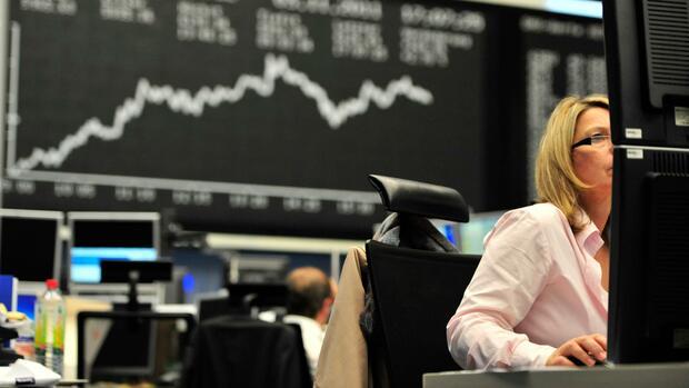 Dax aktuell: Dax ohne klare Richtung – Auto-Aktien im Fokus