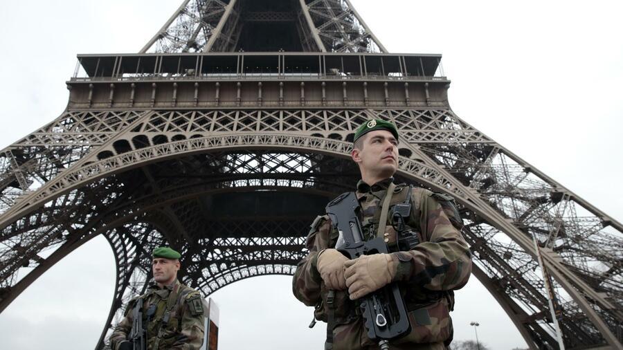 Der Messer-Attentäter von Paris war den Behörden als Gefährder bekannt