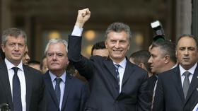 """Während seine Vorgängerin Christina Fernandez die Hedgefonds als """"Geier"""" bezeichnete, erzielte Macri eine Einigung – nach nur gut vier Monaten im Amt. Quelle: AP"""