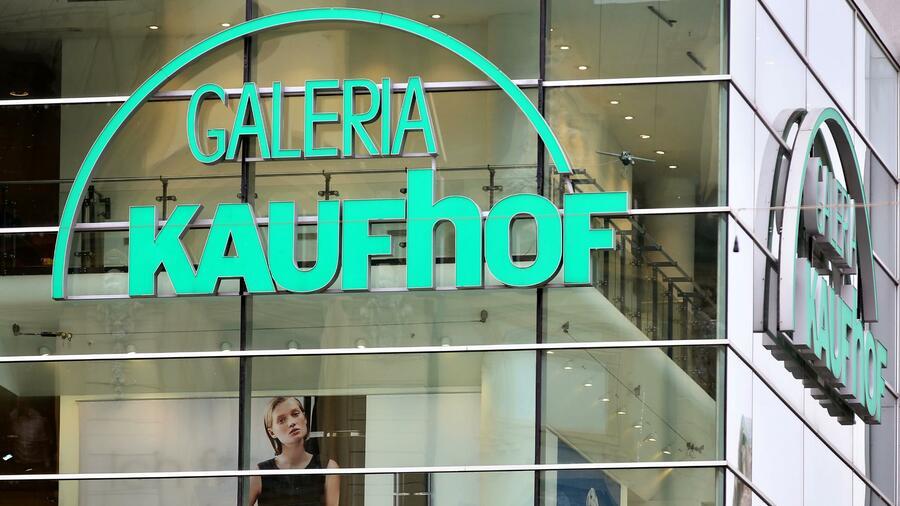 e00c42633f260 Die bisherigen Erzrivalen Galeria Kaufhof und Karstadt gehören seit Ende  November zusammen. Quelle: dpa