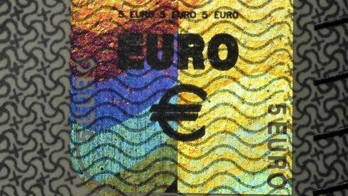 Hologramm auf einer Euro-Banknote: Die ersten europäischen Geldscheine kamen aus Stockholm. Quelle: imago stock&peopleImago
