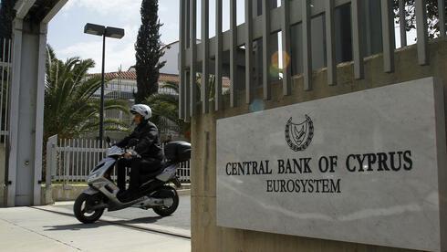Mit dem Schuldenschnitt für Griechenland gerieten die zypriotischen Banken ins Schleudern. Quelle: dapd