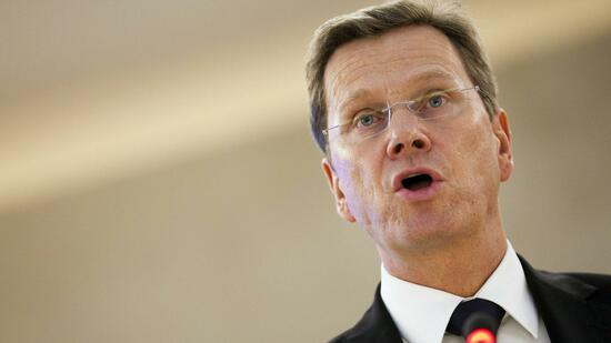 huGO-BildID: 21093327 Germany's Foreign Minister Guido Westerwelle addresses the opening of the 16th session of the Human Rights Council at the United Nations European headquarters in Geneva, February 28, 2011. REUTERS/Valentin Flauraud (SWITZERLAND - Tags: POLITICS) Quelle: Reuters