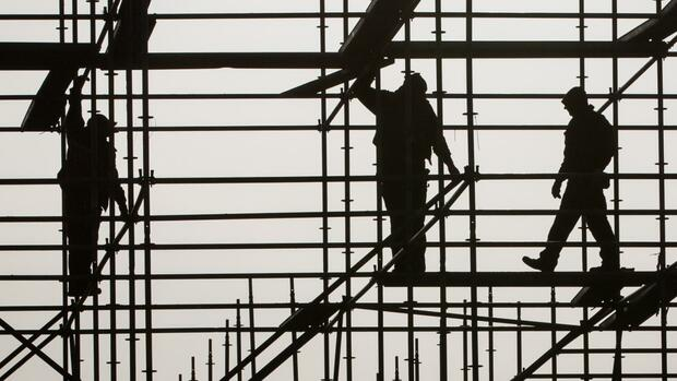 Beschäftigung : Unternehmen halten sich bei Einstellungen zurück – Ifo-Barometer sackt ab