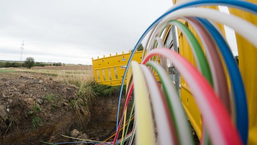 Mobilfunk: Telefónica hängt sich ans Glasfasernetz der Telekom