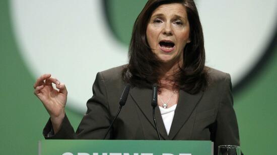 http://www.handelsblatt.com/images/goering-eckardt-of-the-environmental-greens-party-delivers-a-speech-during-party-meeting-in-berlin/9657710/2-format2010.jpg
