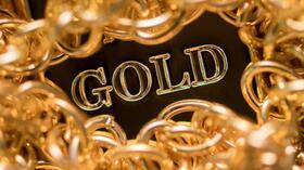 Gold wirkt auf viele Anleger anziehend. Wer sein Geld in das Edelmetall investiert, muss aber ein paar Risiken im Blick behalten. Foto: Alexander Heinl Quelle: dpa