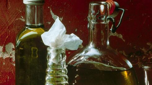 Panschen, Mischen, Täuschen - in vielen Olivenölen steckt nicht das, was dem Verbraucher versprochen wird. Quelle: gms