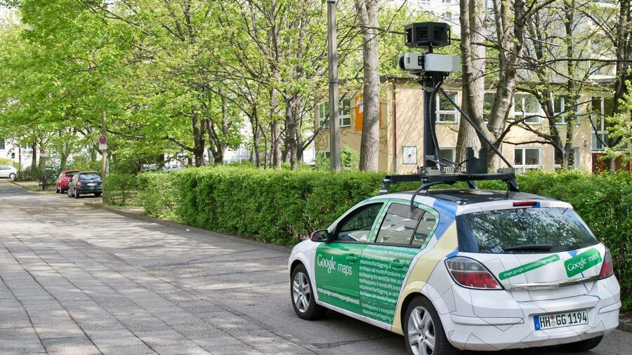 Street-View-Wagen in Berlin. Quelle: dpa