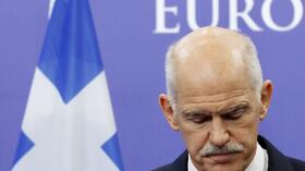 huGO-BildID: 23696813 Greece's Prime Minister George Papandreou briefs the media after a meeting with European Council President Herman Van Rompuy in Brussels October 13, 2011. REUTERS/Thierry Roge (BELGIUM - Tags: POLITICS BUSINESS) Quelle: Reuters