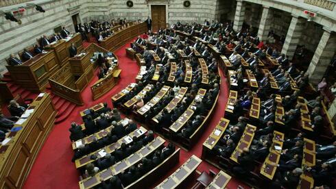 Die Sparpakete, die das griechische Parlament verabschiedet hat, reichen nicht. Quelle: dpa