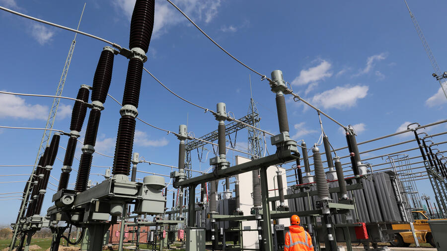 Power Grab China S Renewed Bid For Power Grid Network 50hertz Worries Berlin
