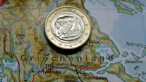 Für den Fall eines Austritts Griechenlands aus der Eurozone hat Axa vorgesorgt. Quelle: dpa