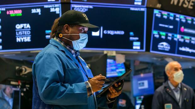 Wall Street: Wall Street weiter auf Rekordjagd – Panik-Verkäufe bei chinesischen Aktien