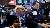 Dow Jones, Nasdaq, S&P 500: Dow schafft vierte Gewinnwoche in Folge – Tesla-Aktie bricht massiv ein
