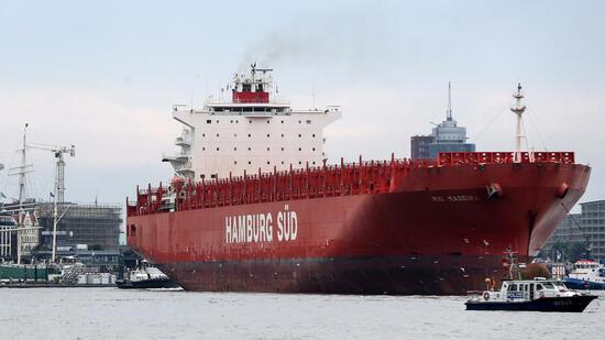 Die Reederei Hamburg Süd kann an den dänischen Konkurrenten Maersk verkauft werden. Quelle: dpa
