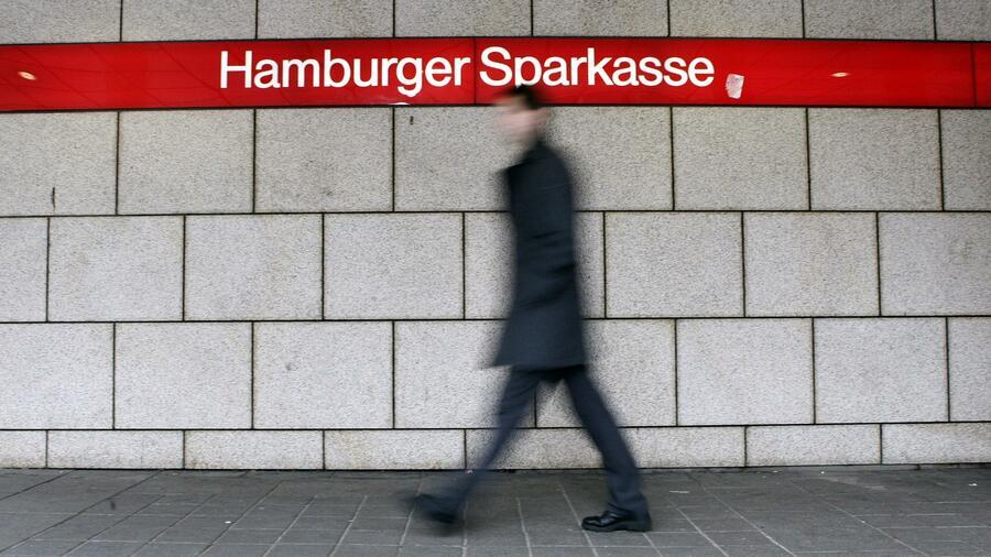 Sparkasse: Hamburger Sparkasse führt Strafzinsen ein