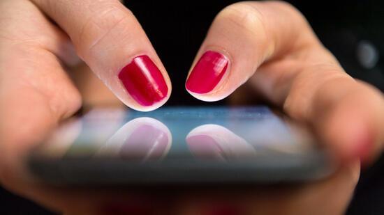 Honolulu: Geldstrafe für aufs Smartphone starrende Passanten