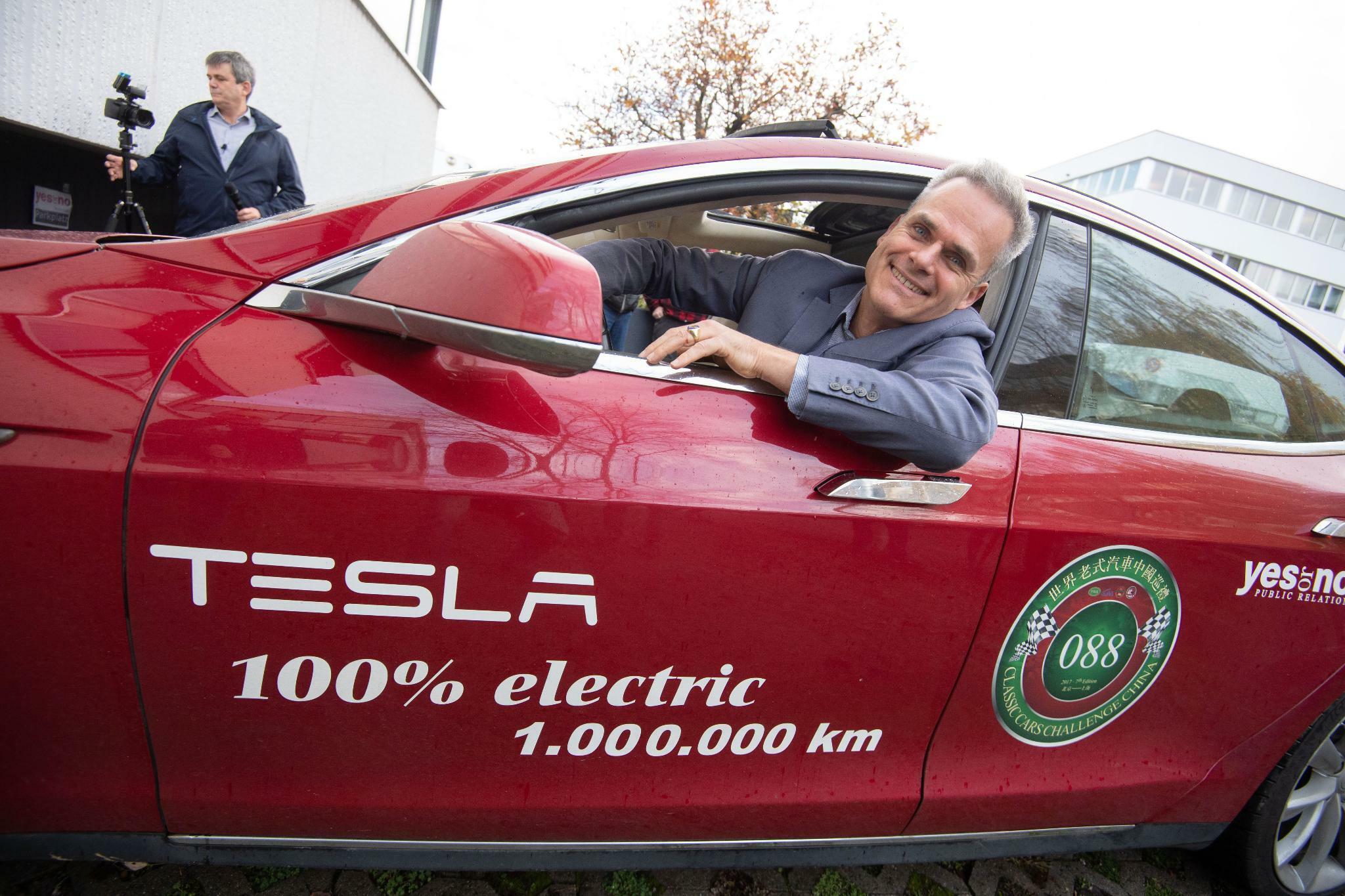 Mann fährt eine Million Kilometer mit Teslas Model S
