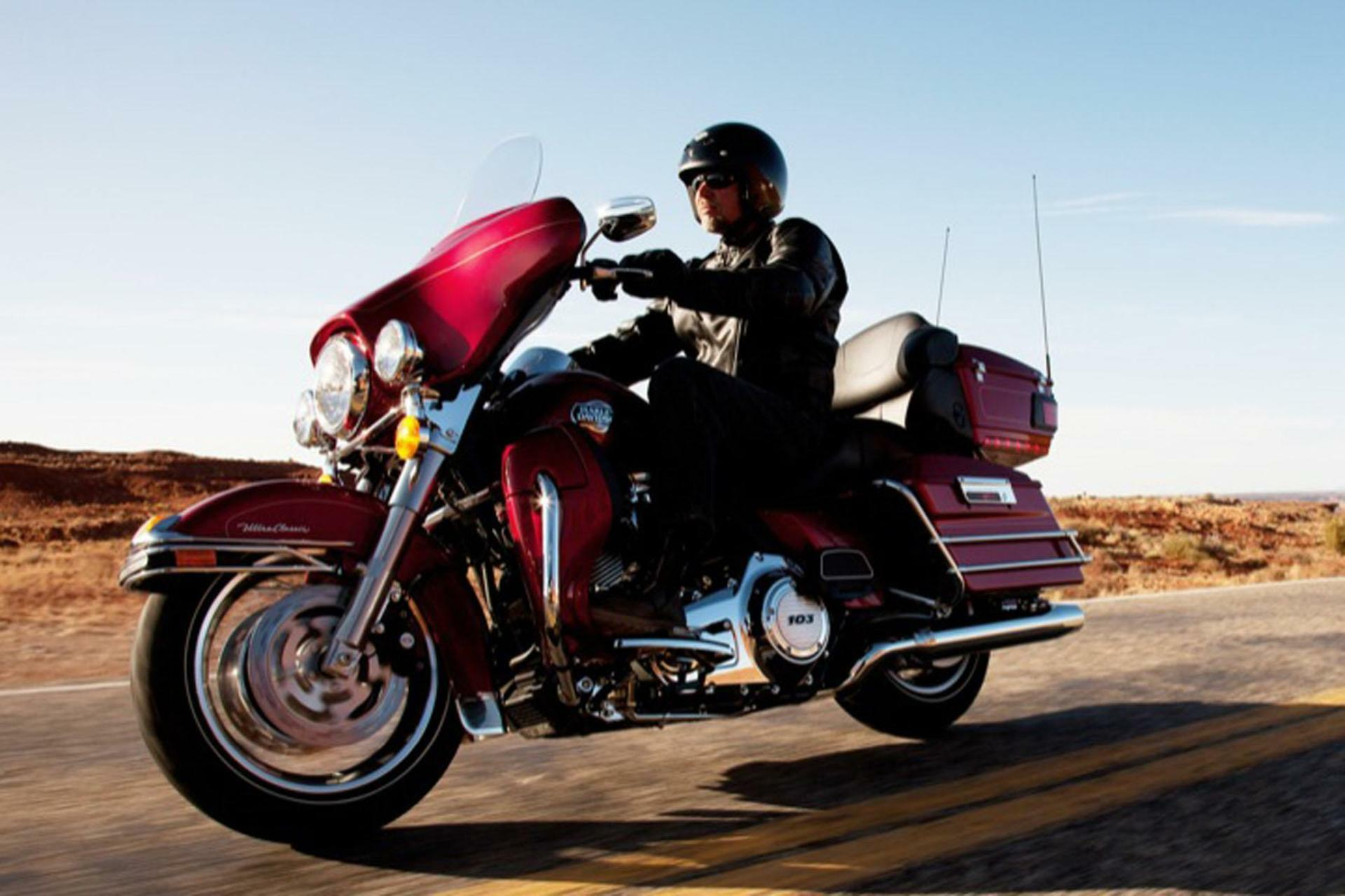 Fahrbericht Harley-Davidson FLHTCU: Lässige Eleganz