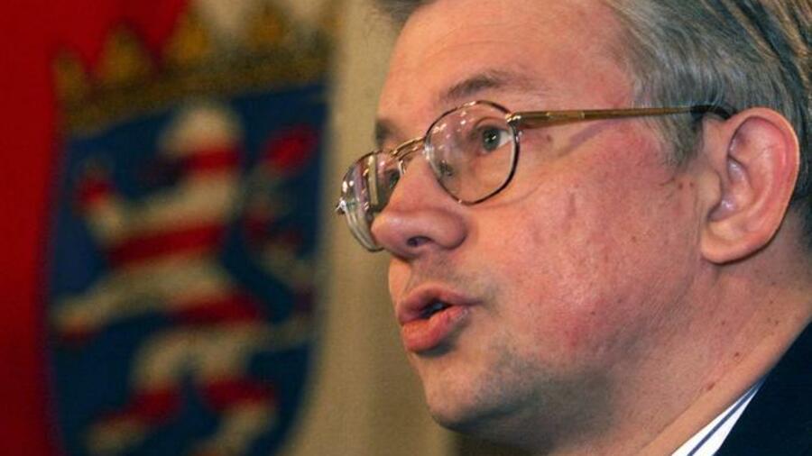 Roland koch cdu hardliner mit zielsicherem machtinstinkt for Koch politiker
