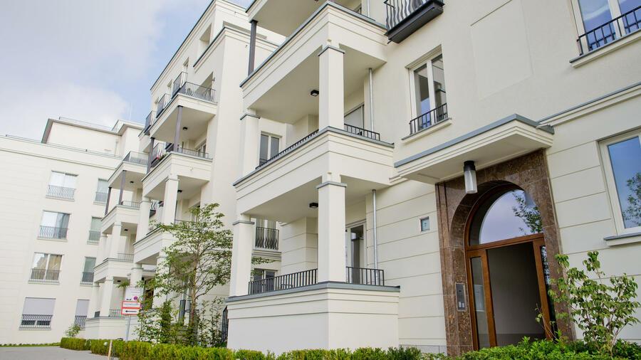 luxusimmobilien villa oder penthouse. Black Bedroom Furniture Sets. Home Design Ideas