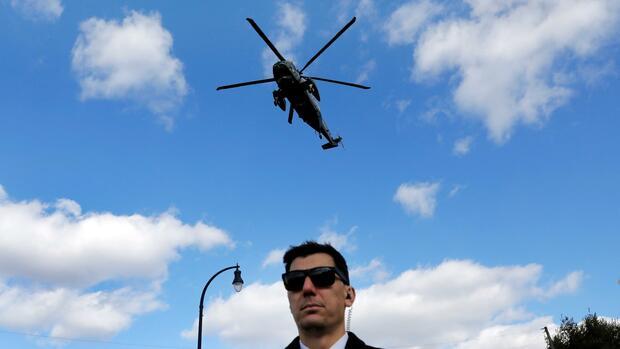 Maßnahmen gegen die Krise: Bargeld für die Bürger: Ökonomen loben das Helikoptergeld